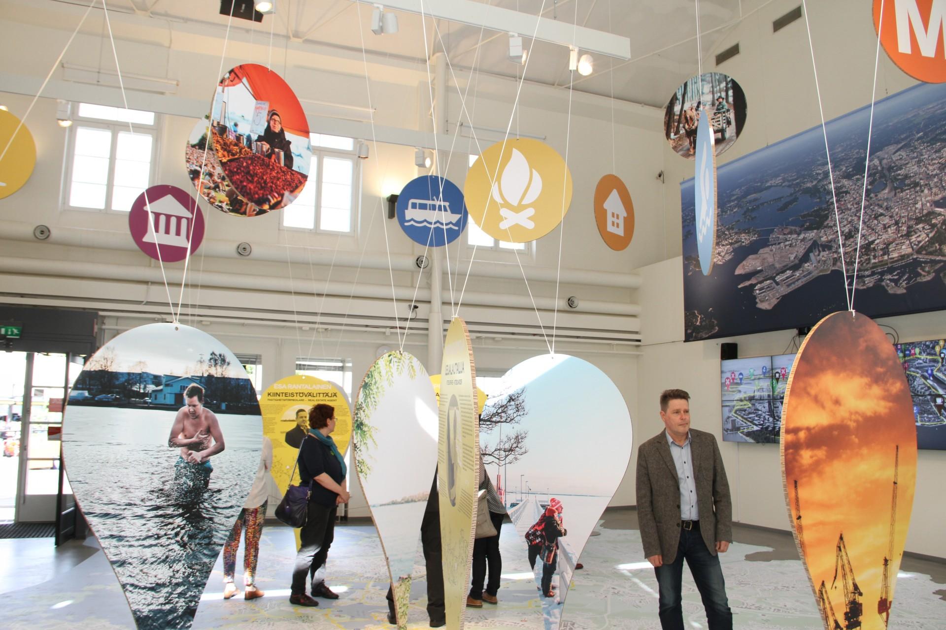 Veteen piirretty viiva -näyttely Laiturilla kesällä 2015